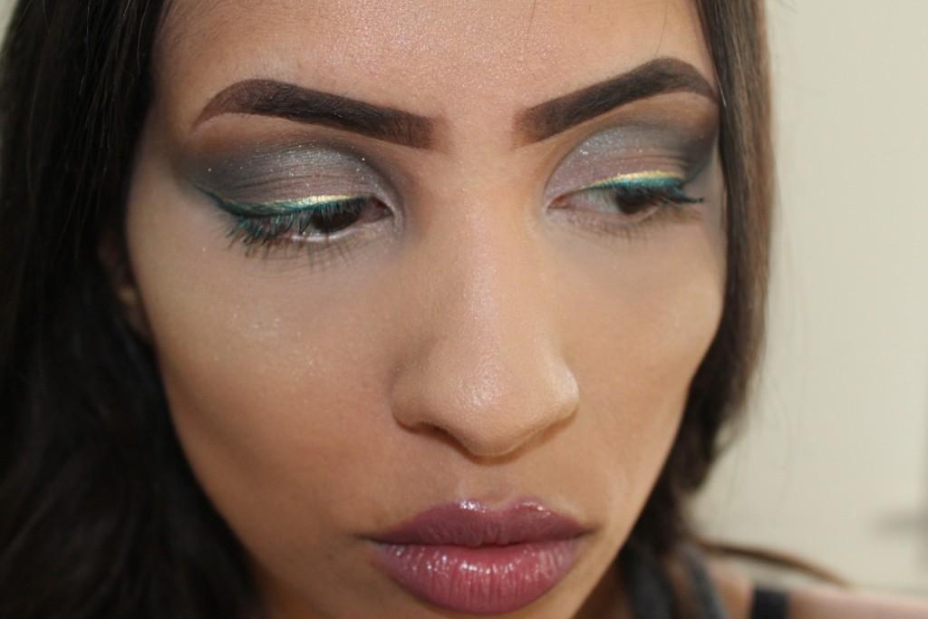 metallic eyeliners look