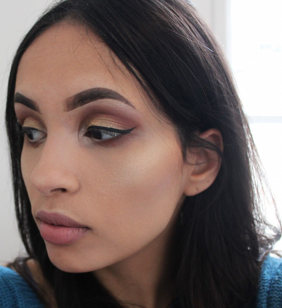 W7 Glowcomotion review face look