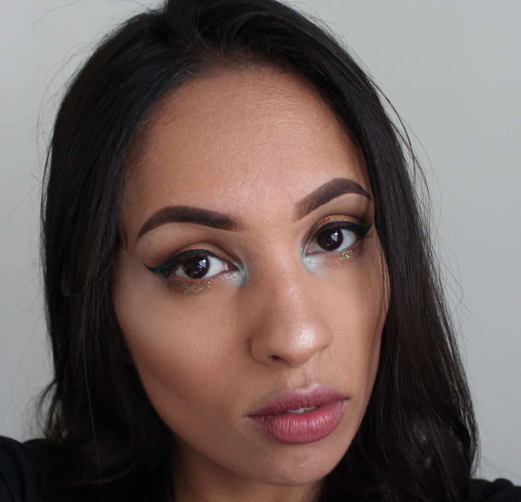 nude look with blue