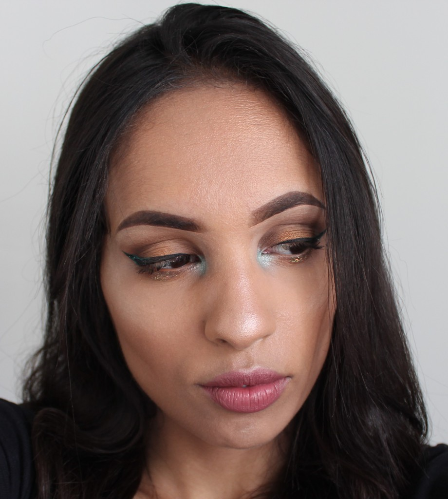 nude look with a twist