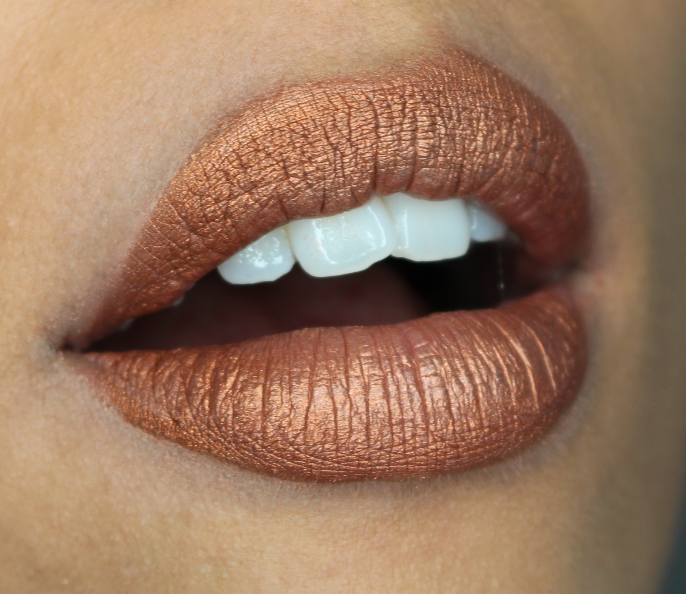 metallic lipstick maken