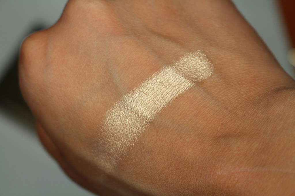 saleha give me glow hollywood gold swatch