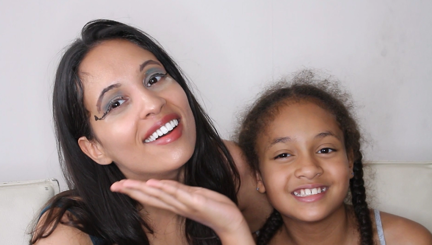 Als je zusje je make-up doet