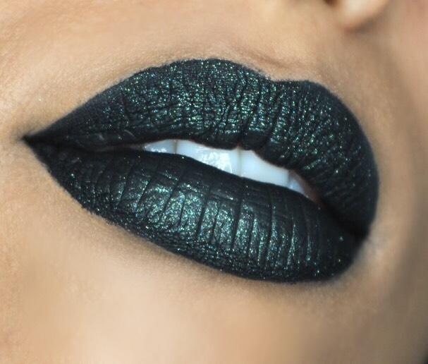 Tips | Hoe draag je zwarte lipstick?
