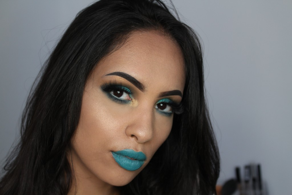 MAC lipstick show and teal lip swatch