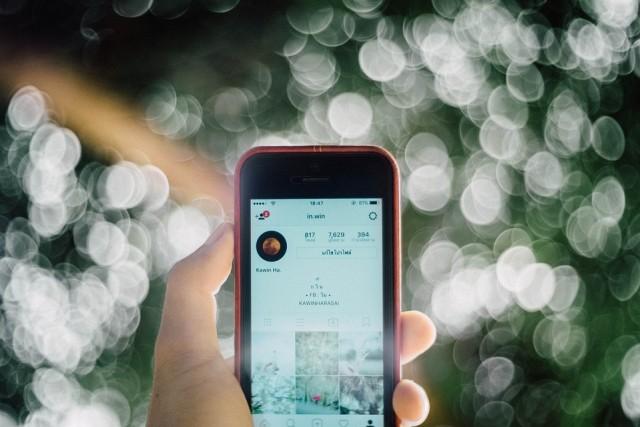 crush stalken social media