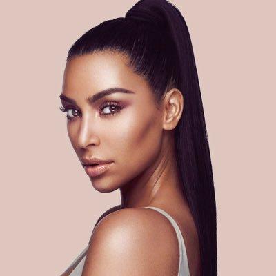 Kim Kardashian geeft sneak peek van nieuw KKW Beauty product!
