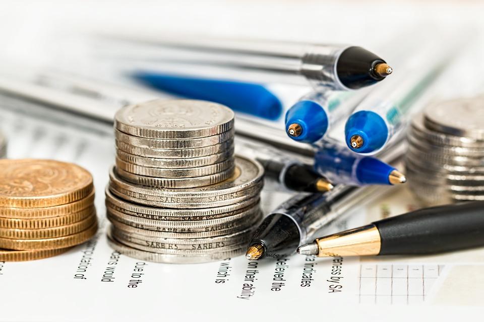 'Manieren om thuis makkelijk geld te verdienen' waar je niet in moet trappen!
