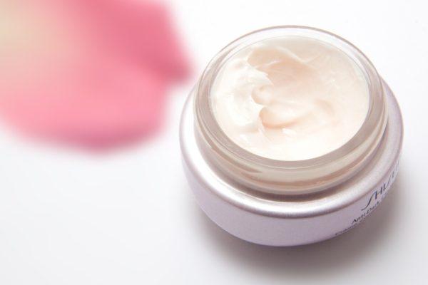 Wat is hyaluronzuur en wat doet het voor je huid?