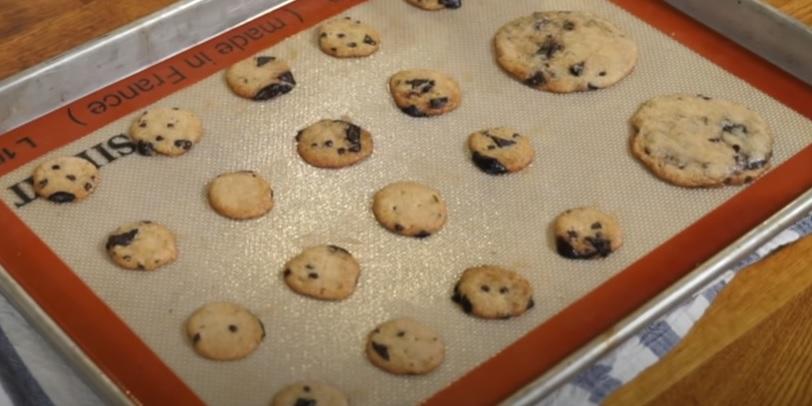 koekjes bakken met cookie dough ijs